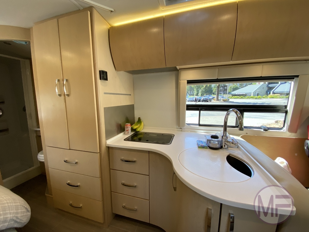 Full featured kitchen/galley