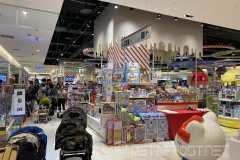 At this mall you can find products from many parts of the world, whereas in the US the selection is much more limited